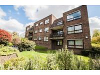 3 bedroom flat in Hanger Lane, Ealing, W53