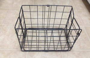 Rear folding basket for bicycle