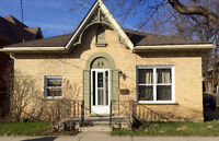 4-bedroom student house! Close to Laurier!
