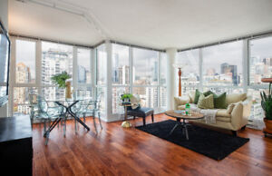 Amazing CITY & MOUNTAIN VIEWS from this fabulous Yaletown condo!