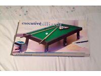 Executive Billiards Desktop Pool Table. Cues, Rack & 17 Balls. 47 x 13 x 27cm.