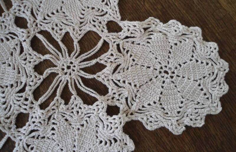 "True Vintage Crochet Lace Table Runner Ecru Cotton Lucky Star Medallions 32"""