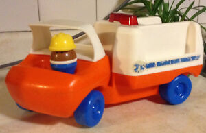 VINTAGE LITTLE TIKES HOSPITAL AMBULANCE RESCUE TODDLE WHIT FIGUR