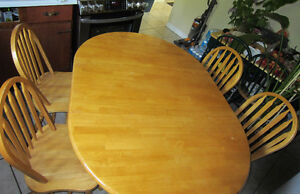 KITCHEN TABLE AND 4 CHAIRS *MAPLE~SOLID HARDWOOD *MINT CONDITION