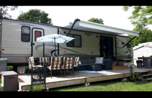 2016 Keystone 38ft park model with 3 dlides