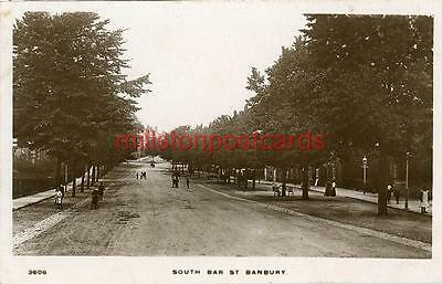 REAL PHOTOGRAPHIC POSTCARD OF SOUTH BAR STREET, BANBURY, OXFORDSHIRE BY KINGSWAY