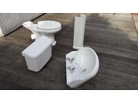 Tradtional Style White Bathroom Suite - Excellent Condition