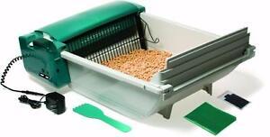 Like New, Pet Zone Smart Scoop Automatic Cat Litter Box MSRP $250 PU3