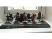 LORD OF THE RINGS LEAD FIGURES ON PLINTH
