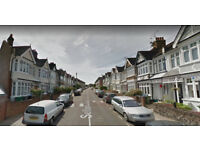 Furnished 2 bed flat on Ground floor available in Harlesden, Housing Benefit and DSS accepted.