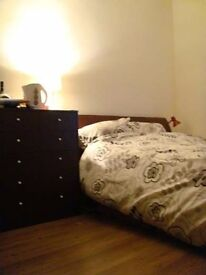 Newly Decorated Double Room at Kensington L7, Close to city centre. All bills inclusive