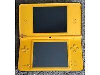 Yellow Nintendo DSi XL + acekard2 + games