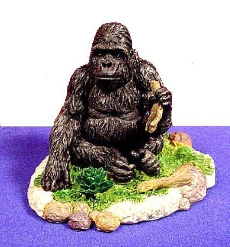 King Kong looking BLACK Ape eating a banana ~ Sitting Gorilla  ~ Statue Figurine
