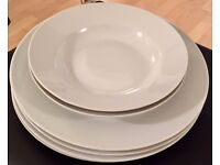 4x large dinner plates and 2x dinner bowls, excellent condition