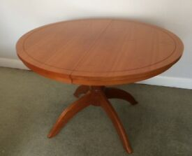 M & S New England Style Extendable Table,Chairs,& Side board/Display Unit