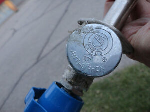 Water Faucet Tap -Works great but needs a new blue tap knob Kitchener / Waterloo Kitchener Area image 4
