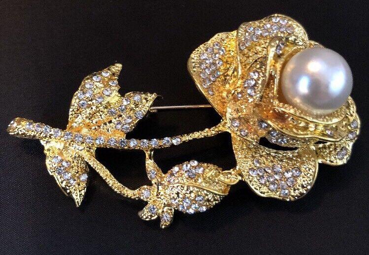 Stunning Flower Brooch  Rhinestones Pearl