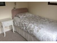 Single/Double Rooms to let