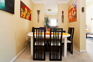 EXPANDABLE DINING TABLE WITH 5 CHAIRS - PICK UP HURSTVILLE Hurstville Hurstville Area Preview