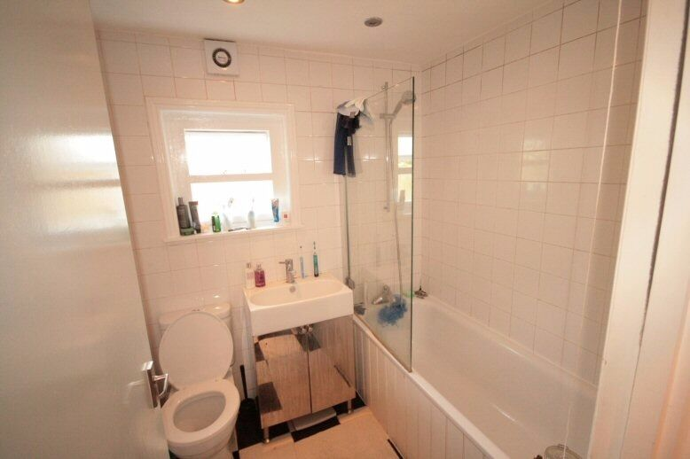 Well located - 2 Bedroom Apartment - Oval