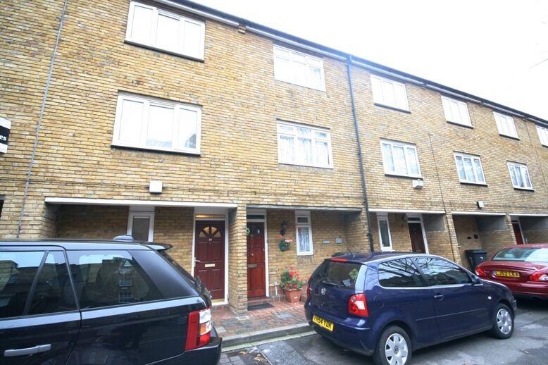 4 bed split level townhouse - £715pw