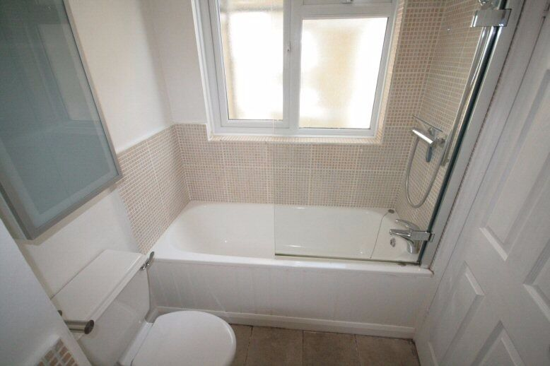 Large - 3 Bedroom Apartment - Brixton