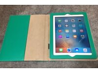 iPad Air white 16GB just wifi. No any noticeable scratch.