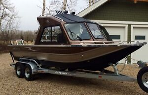 ALMOST NEW Thunderjet Yukon River & Lake Boat