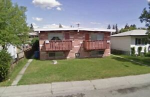Renovated 2 bdrm 4-Plex Unit with the balcony-1 block from 17Ave