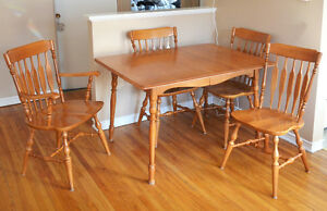 Beautiful Maple Table with 6 Chairs and Large Insert Kingston Kingston Area image 1