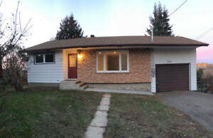 500 m from LOTW boat launch - Newly Renovated Bungalow!!