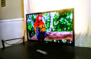 Slim RCA 32 in 1080P full HD flat screen/Remote