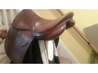 Hayes leather 16/17IN H SADDLE 8 INCH D-D RINGS £50