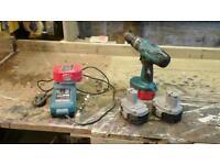 Makita drill + 4 batterys