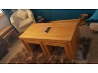 Oak coffee table with 2 nest tables