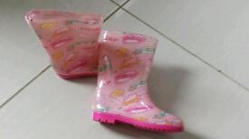 Girls' wellies in size 11.very good condition