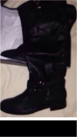 Women's boots black faux leather size 8