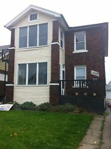 GREAT UPPER DUPLEX NEAR TECUMSEH AT PARENT $725 PLUS