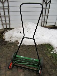 SCOTT'S CLASSIC REEL MOWER with rear tracking wheels for easy ma Stratford Kitchener Area image 2