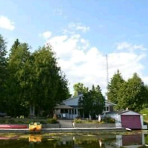 Beautiful cottage in Fenelon falls for rent