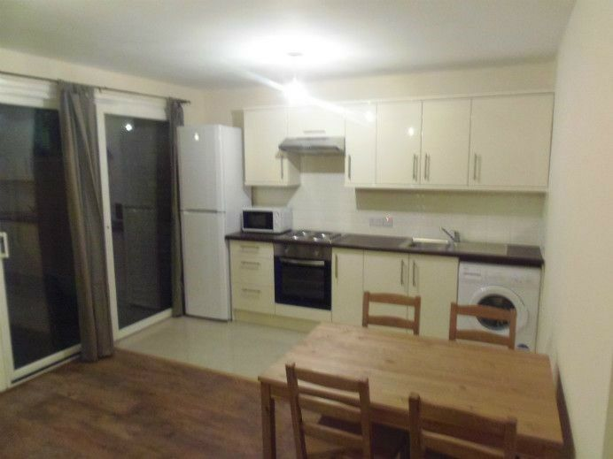 SUPERB 4 DOUBLE BED 2 BATH WITH GARDEN A FEW MINUTES AWAY FROM KENNINGTON STATION-FURNISHED SE17