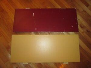Doors, knobs, wooden box/Portes, poignées, meuble
