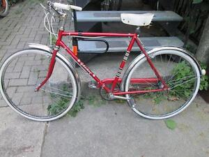 Bicyclette rouge + chambre à air en extra/Red Bike + extra Tube