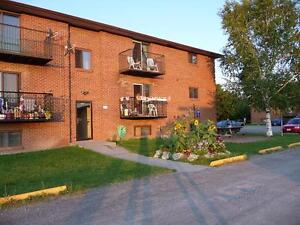 Beautiful 2 Bedroom Apartment Available in Stirling for November