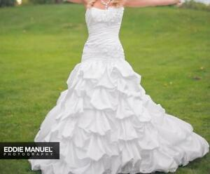 Maggie Sottero Wedding Dress sz 6 no alterations London Ontario image 4