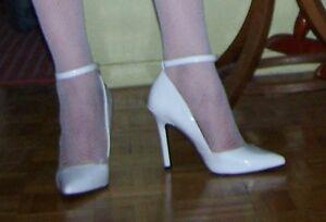 Escrpins blanc. talons + 4 pouces, taille 10, avec bride