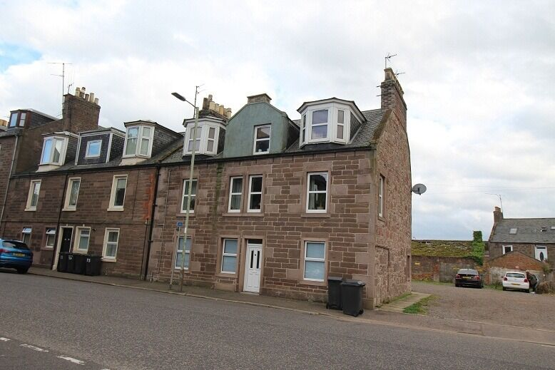 3 Bedroom 2nd Floor Flat Hill Street Montrose