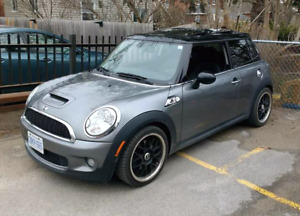 2008 mini cooper s, 6 spd, leather, pano sunroof, low km 130k