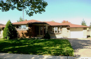 Bungalow for rent near Optimist Park in Niagara Falls - July 01