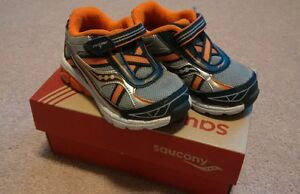 toddler size 5 saucony running shoes